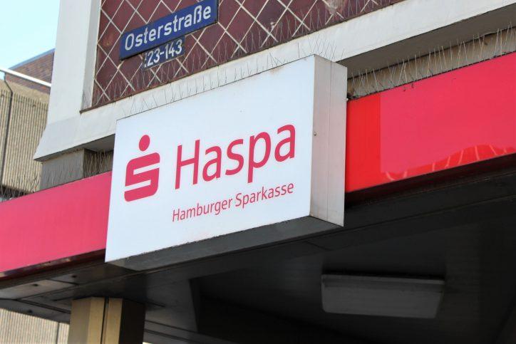 Kunden der Haspa müssen sich am Osterwochenende auf Einschränkungen einstellen. Symbolbild: Anna Korf