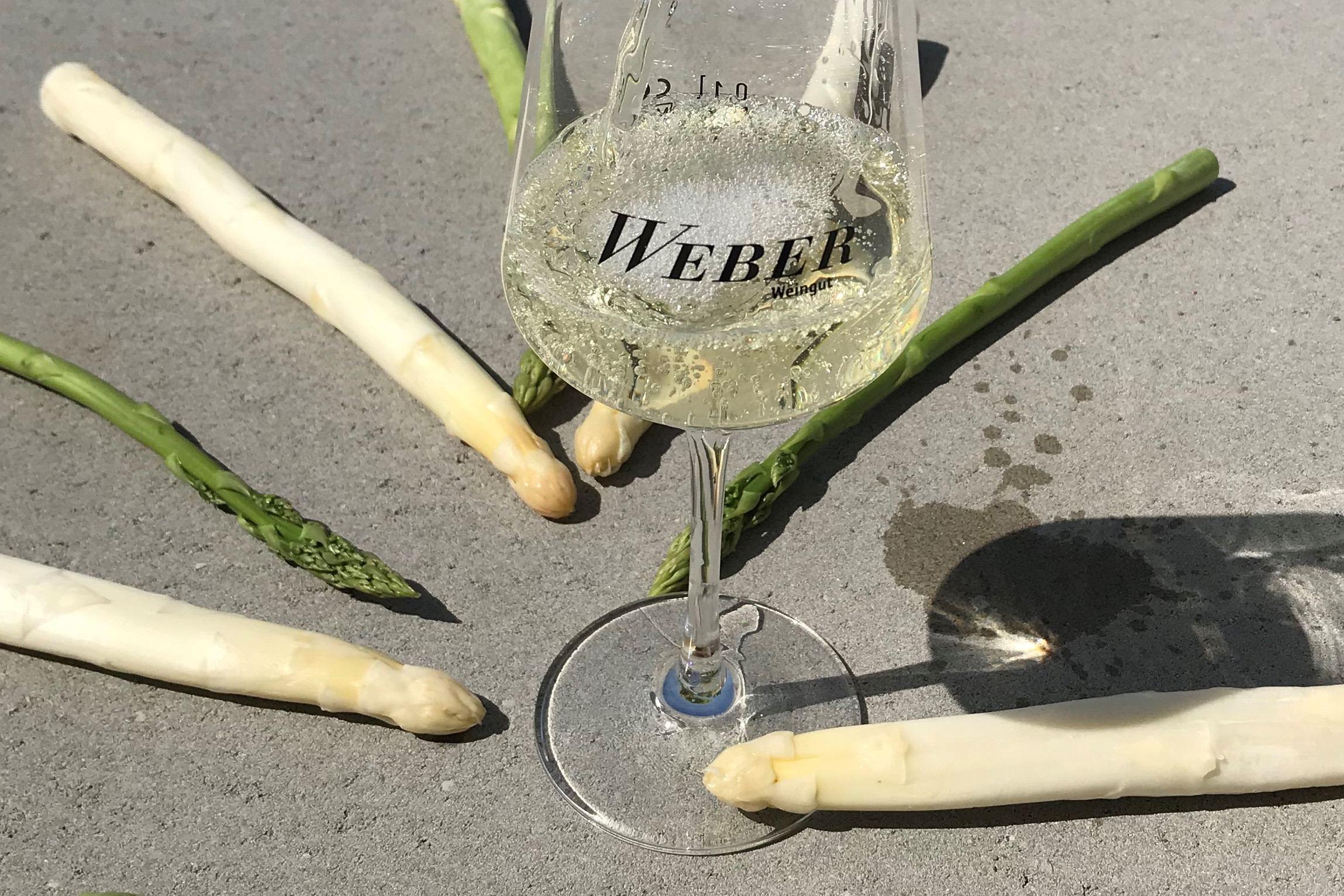 Anspargeln im Vineyard Weinlager mit dem Weingut Weber. Foto: Weingut Weber