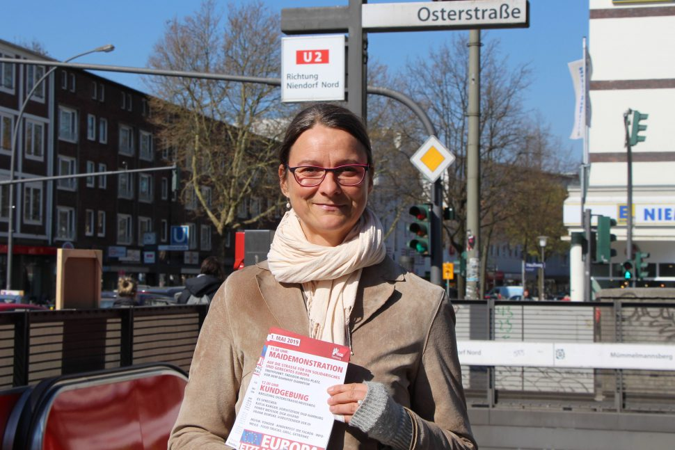 Die Vorsitzende des DGB Hamburg am Ort der Kundgebung in der Osterstraße. Foto: Catharina Rudschies