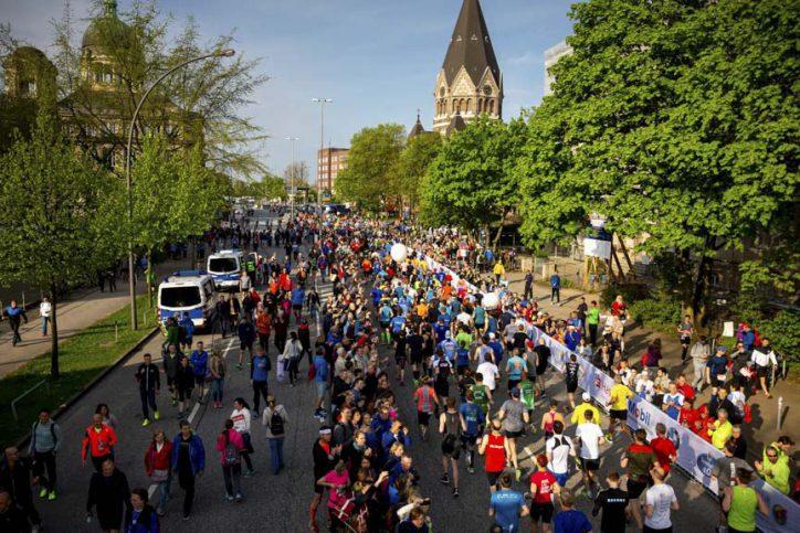 Auch im letzten Jahr beobachteten hunderttausende Zuschauer die Läufer entlang der Strecke. Quelle: Haspa Marathon Hamburg