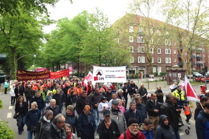 Die DGB-Demo zieht weiter Richtung Kaifu. Foto: Catharina Rudschies