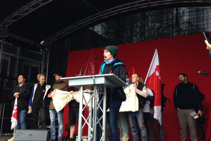 Fanny (DGB Jugend) bei der 1.Mai-Demo des DGB in Hamburg-Eimsbuettel. Foto: Catharina Rudschies