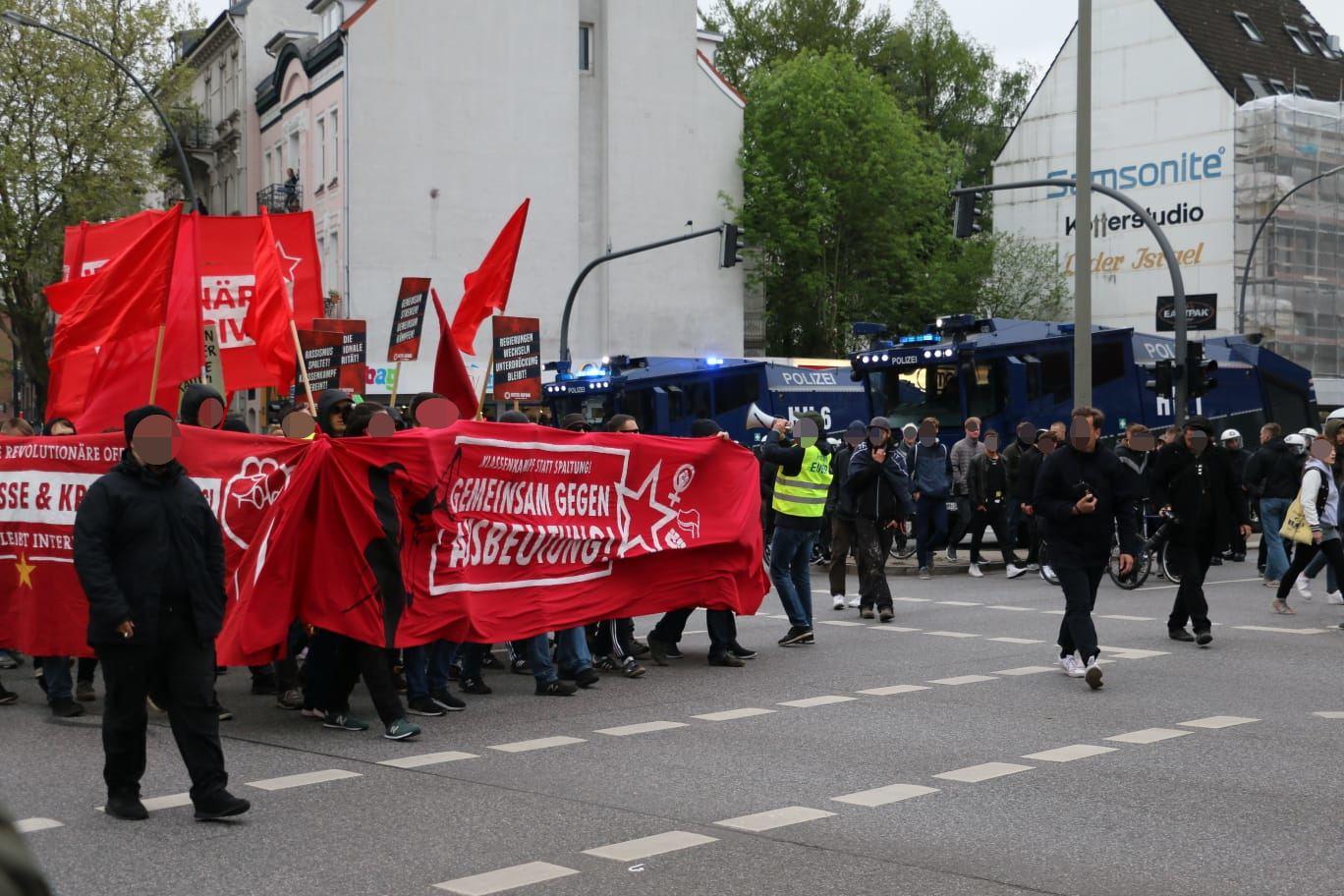 Der Protestzug erreicht die Osterstraße. Foto: Niklas Heiden
