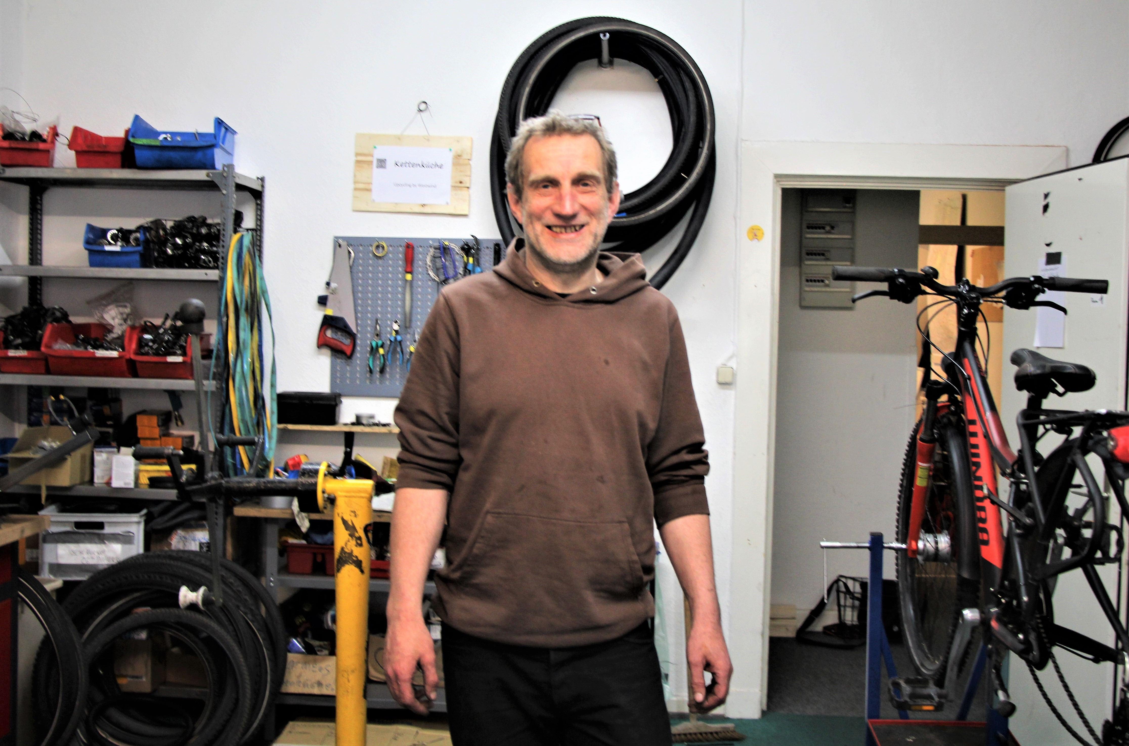 Christian Großeholz in seiner Werkstatt nahe der Kieler Straße. Foto: Sahra Vittinghoff