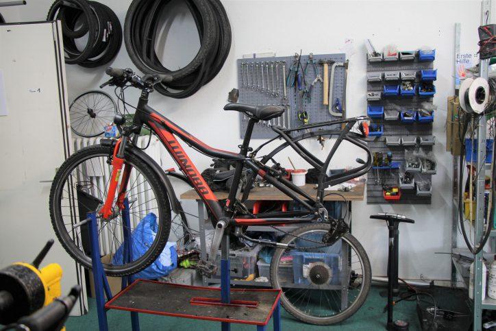 Jedes gespendete Fahrrad wird vor seiner Weitergabe repariert und fahrtüchtig gemacht. Foto: Sahra Vittinghoff