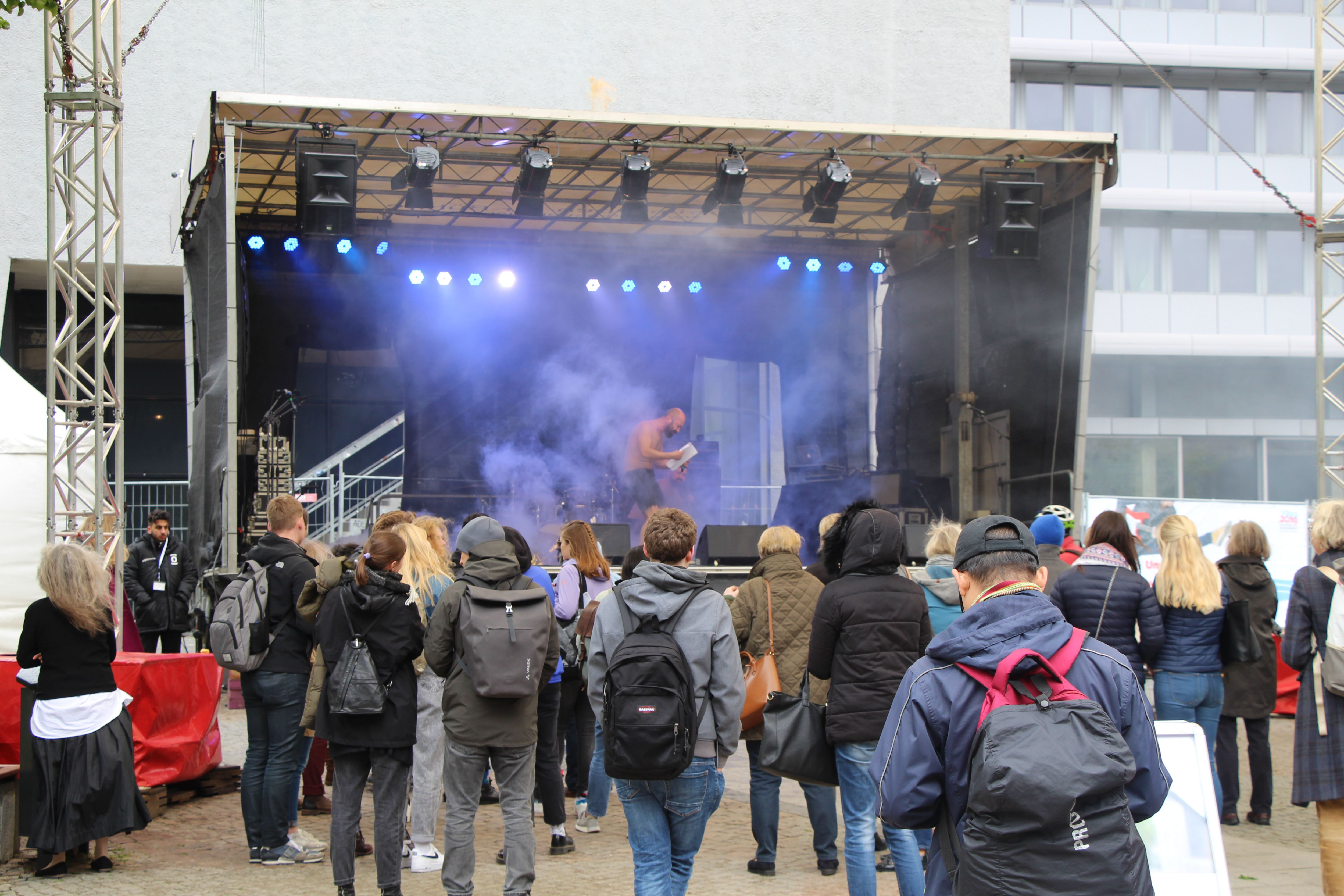 Auf dem Campus sind Poetryslammer und Musiker aufgetreten. Foto: Alicia Wischhusen