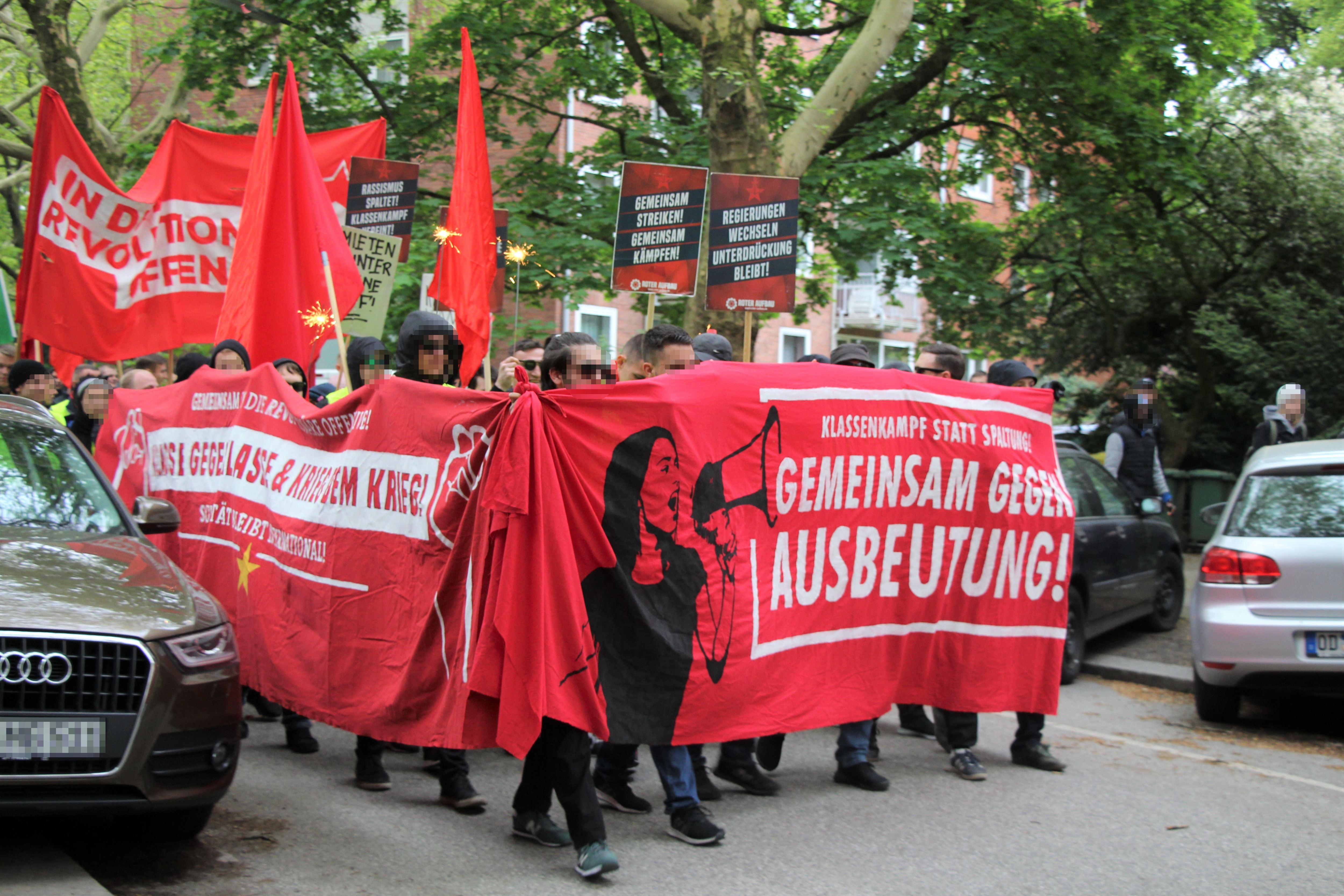 """Der """"Rote Aufbau"""" fordert die Senkung von Mietpreisen und die Erhöhung von Löhnen. Foto: Catharina Rudschies"""