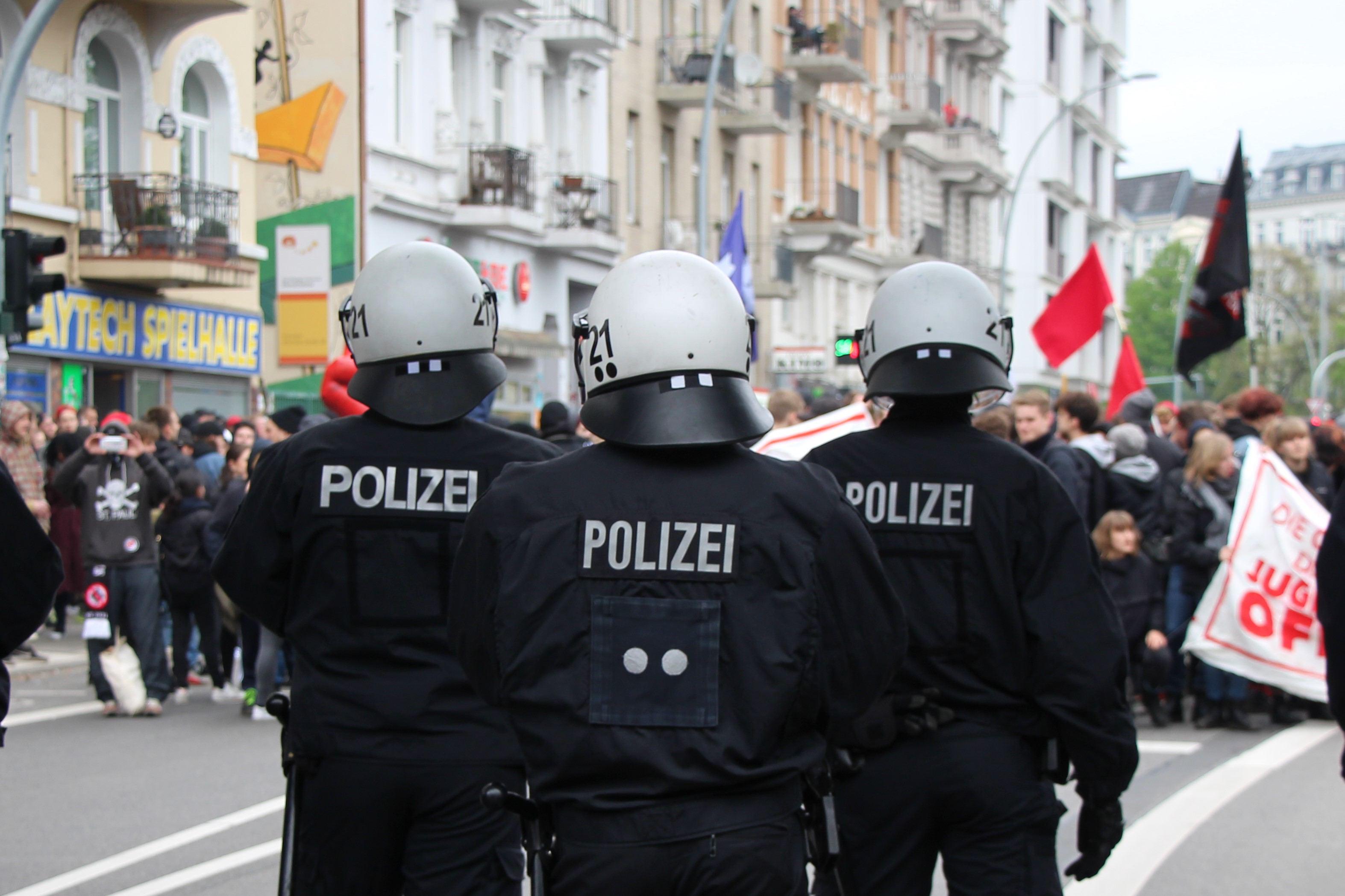 Insgesamt 2.040 Polizeibeamte aus Schleswig-Holstein, Bremen und Hamburg waren in Einsatz. Foto: Catharina Rudschies