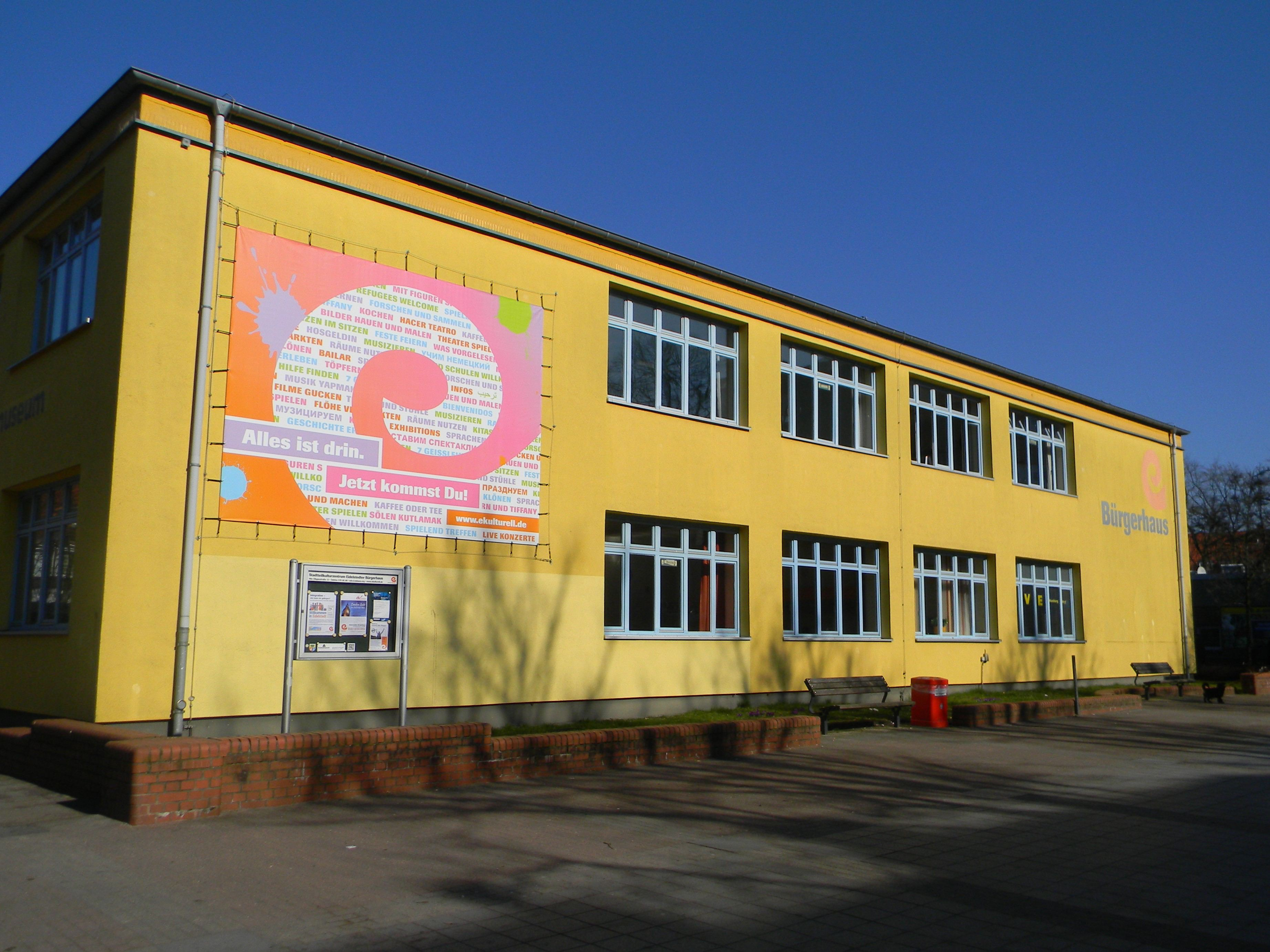 Am Eidelstedter Bürgerhaus ist es mehrfach zu Hakenkreuzschmierereien gekommen. Symbolfoto: Thomas Höltermann