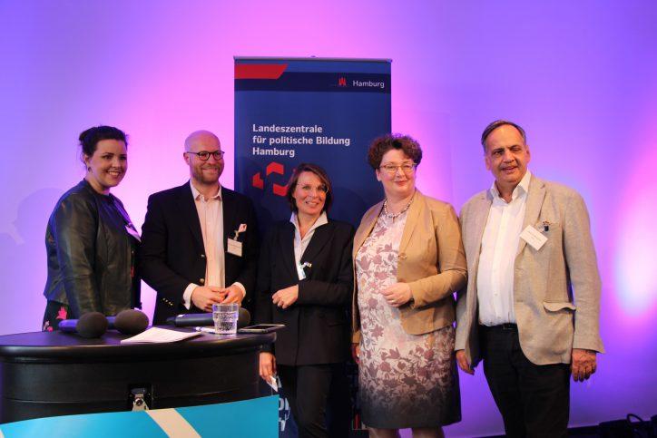 Anna Gallina (Grüne), Andreas Moring (FDP), Anke Frieling (CDU), Sabine Bamberger-Stemman und Knut Fleckenstein (SPD) (v.l.). Foto: Catharina Rudschies