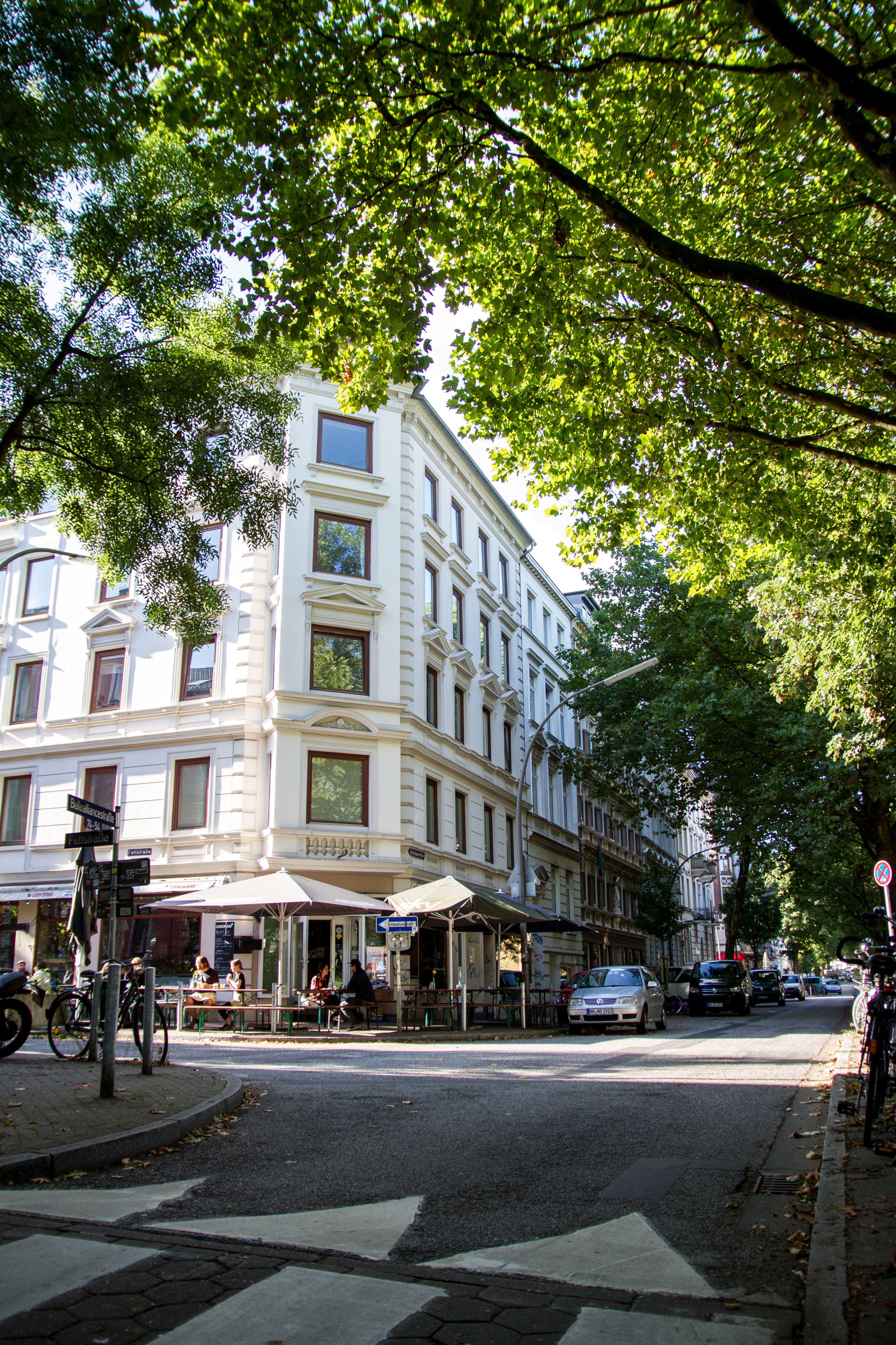 """Gemeinsam mit den umliegenden Straßen, wie der Fettstraße oder Vereinsstraße, könnte die Bellalliancestraße, deren Name übersetzt """"gutes Bündnis"""" bedeutet, auch einen Hinweis auf die früheren Grundeigentümer geben. Foto: Holger Vogel"""