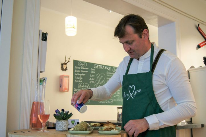 Das Herzgrün hat neu im Heußweg eröffnet und bietet Delikatessen aus Österreich. Foto: Alicia Wischhusen