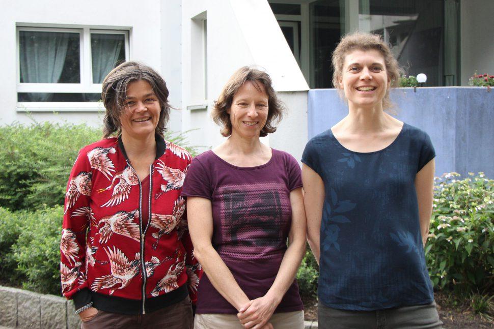 """Die Soziologin Annette Abel und die beiden Familienwissenschaftlerinnen Astrid Wonneberger und Katja Weidtmann arbeiten gemeinsam am Projekt """"Pomiku"""". Foto: Sahra Vittinghoff"""