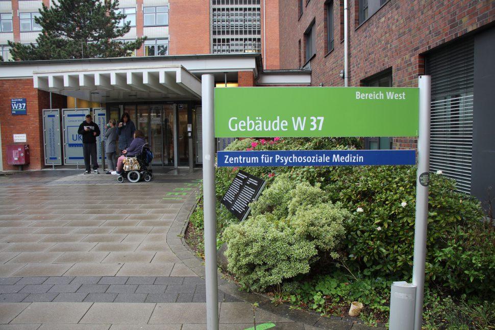 Augrund eines Feuers mussten die Patienten und Angestellten der psychiatrischen Klinik des UKE evakuiert werden. Foto: Eimsbütteler Nachrichten