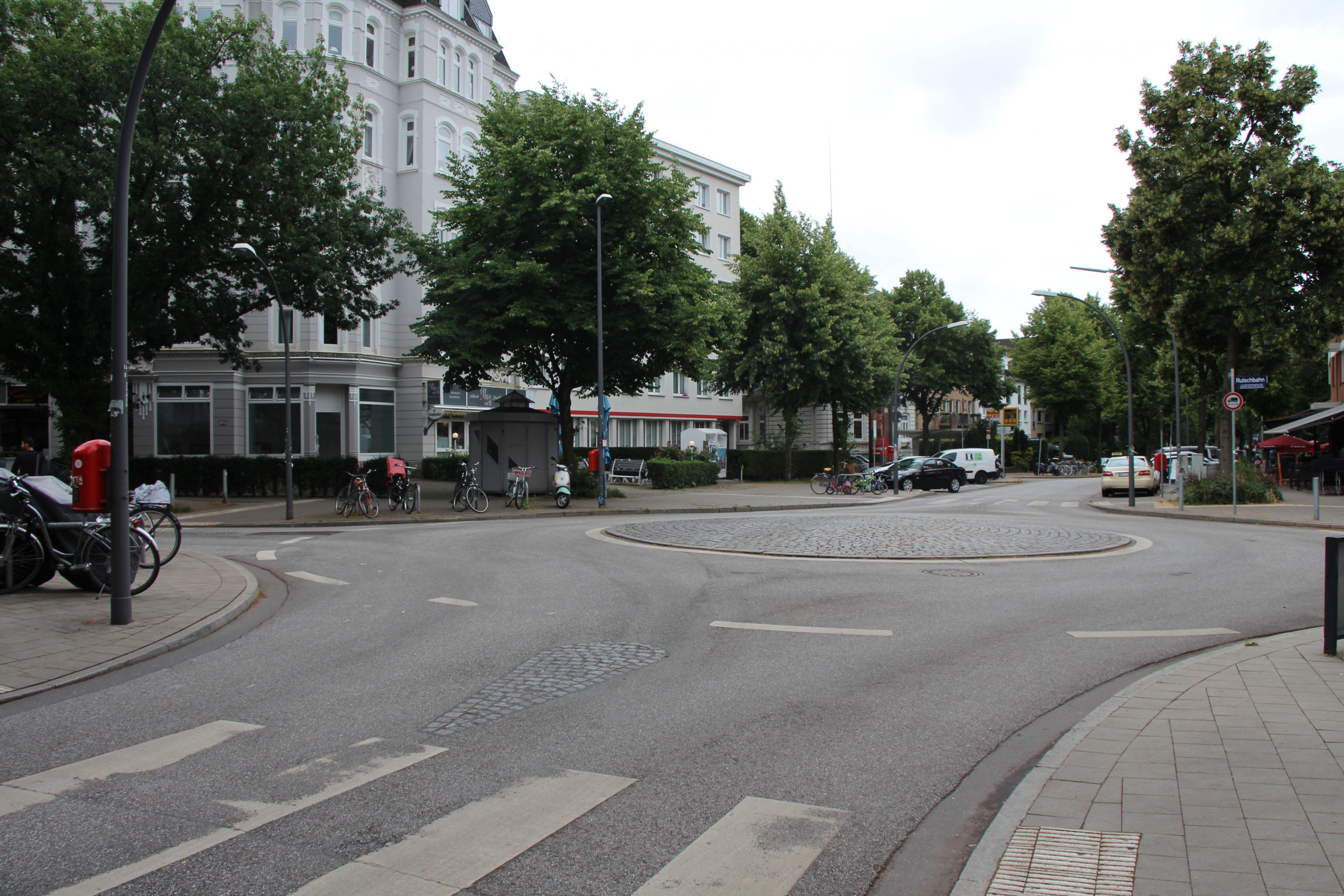 Auch der Kreisverkehr in der Straße Grindelhof soll umbenannt werden. Ab dem 16. Oktober heißt er Arie-Goral-Platz. Foto: