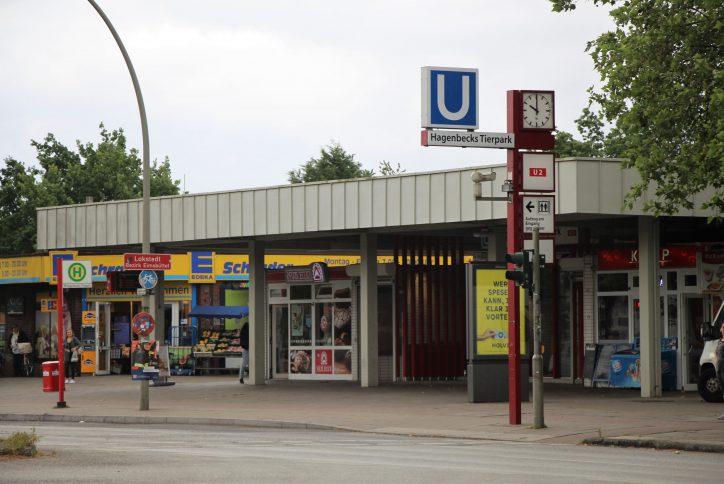 Sexualdelikt in Lokstedt: Drei Männer überfallen 24-Jährige auf dem Vorplatz der U-Bahn-Station Hagenbeckstraße. Foto: Vanessa Leitschuh
