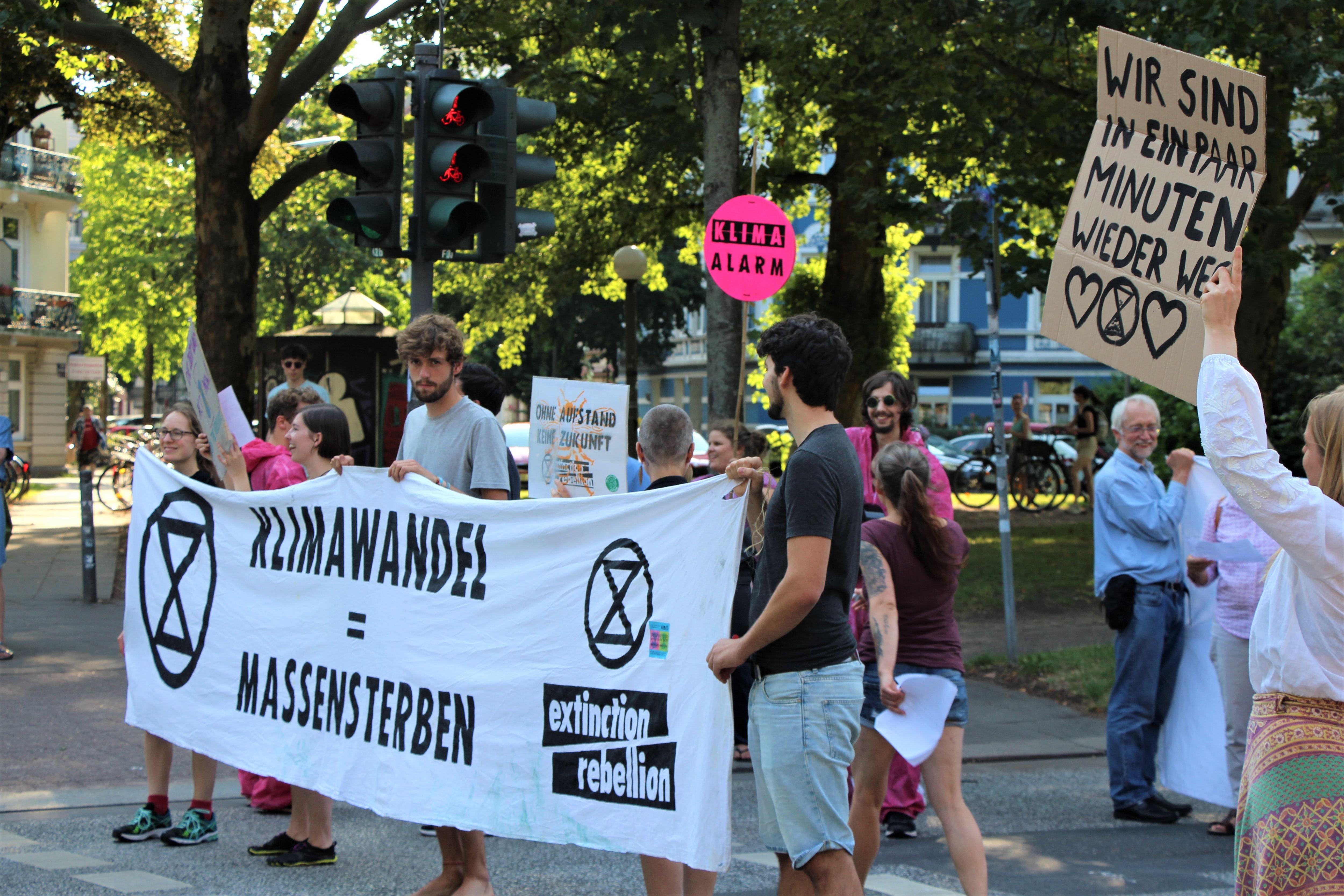 Extinction Rebellion protestierte am Dienstag in Eimsbüttel. Foto: Catharina Rudschies