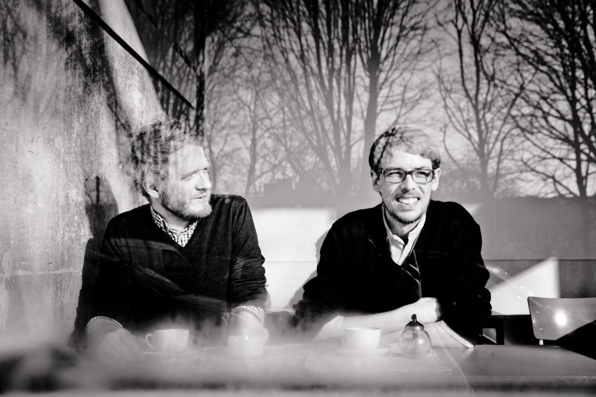 Daniel Beskos und Peter Reichenbach vom Mairisch Verlag. Foto: Andreas Hornoff