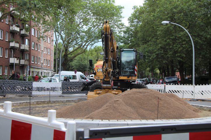 Aufgrund von Nacharbeiten am Kreisverkehr ist der Heußweg erneut gesperrt. Foto: Catharina Rudschies