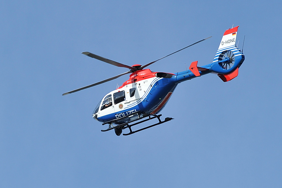 Am Montag suchte die Polizei unter Einsatz eines Hubschraubers den Flüchtigen Erdem K. Foto: Eimsbütteler Nachrichten