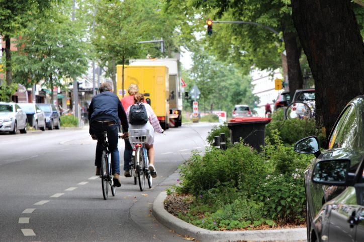 Viele Fahrradfahrer fühlen sich auf den schmalen Schutzstreifen unsicher. Foto: Catharina Rudschies