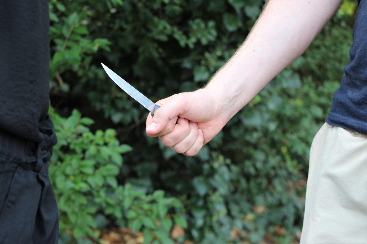 Bei einem Streit um Arbeitslohn in Lokstedt wird ein Mann mit einem Messer bedroht. Foto: Vanessa Leitschuh