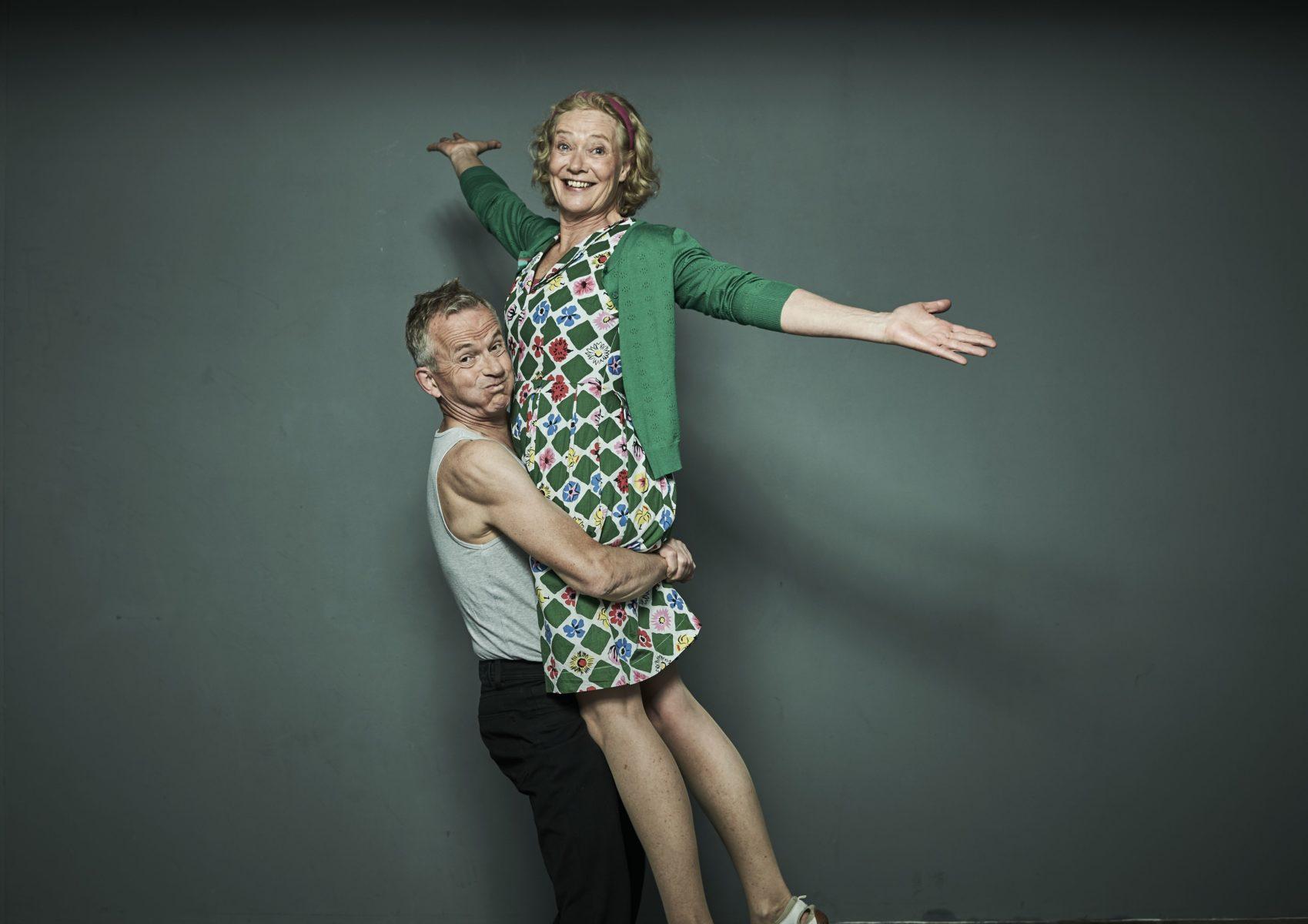 """Gilla Cremer und Rolf Claussen brillierten bei der Uraufführung von """"Was man von hier aus sehen kann. Foto: Anatol Kotte"""