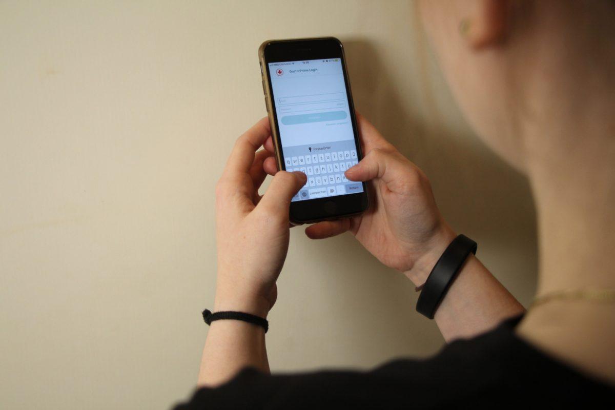Ein Arzt des UKE hat eine App zur Online-Selbsthilfe bei Depressionen ins Leben gerufen. Foto: Alicia Wischhusen