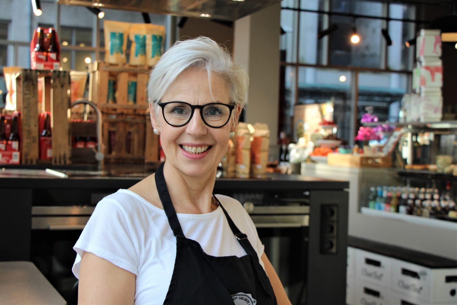 Store Managerin Christiane Lato im Kochhaus-Geschäft Eimsbüttel. Foto: Catharina Rudschies
