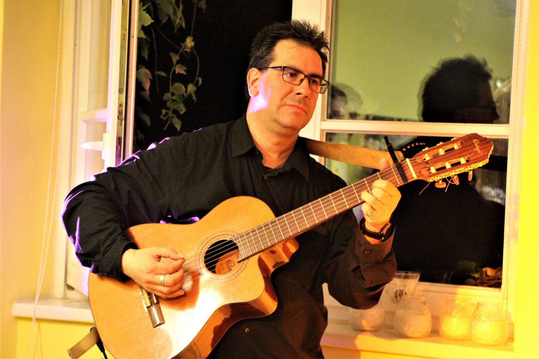 Musiker Juan. Foto: Catharina Rudschies