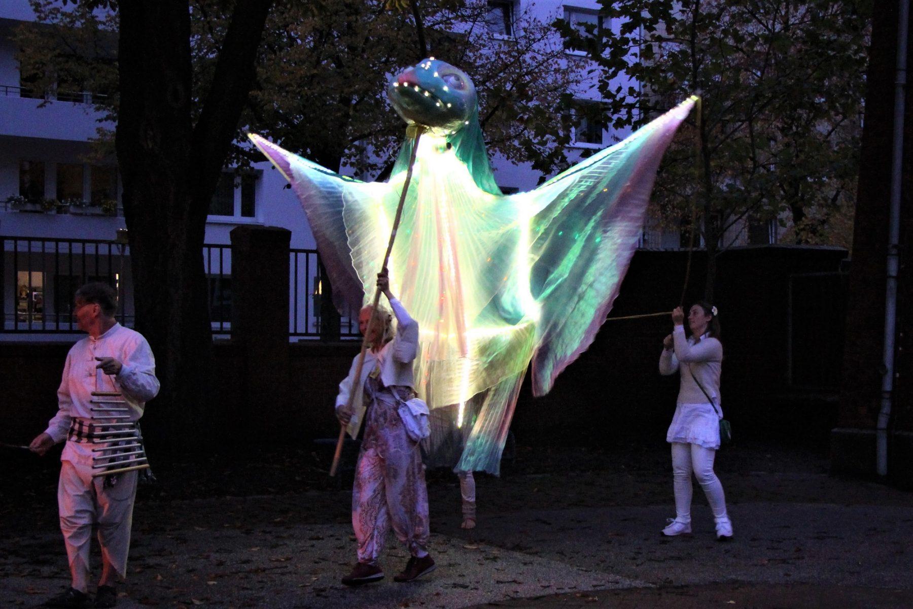 Künstler eröffnen das Kreativhaus. Foto: Catharina Rudschies