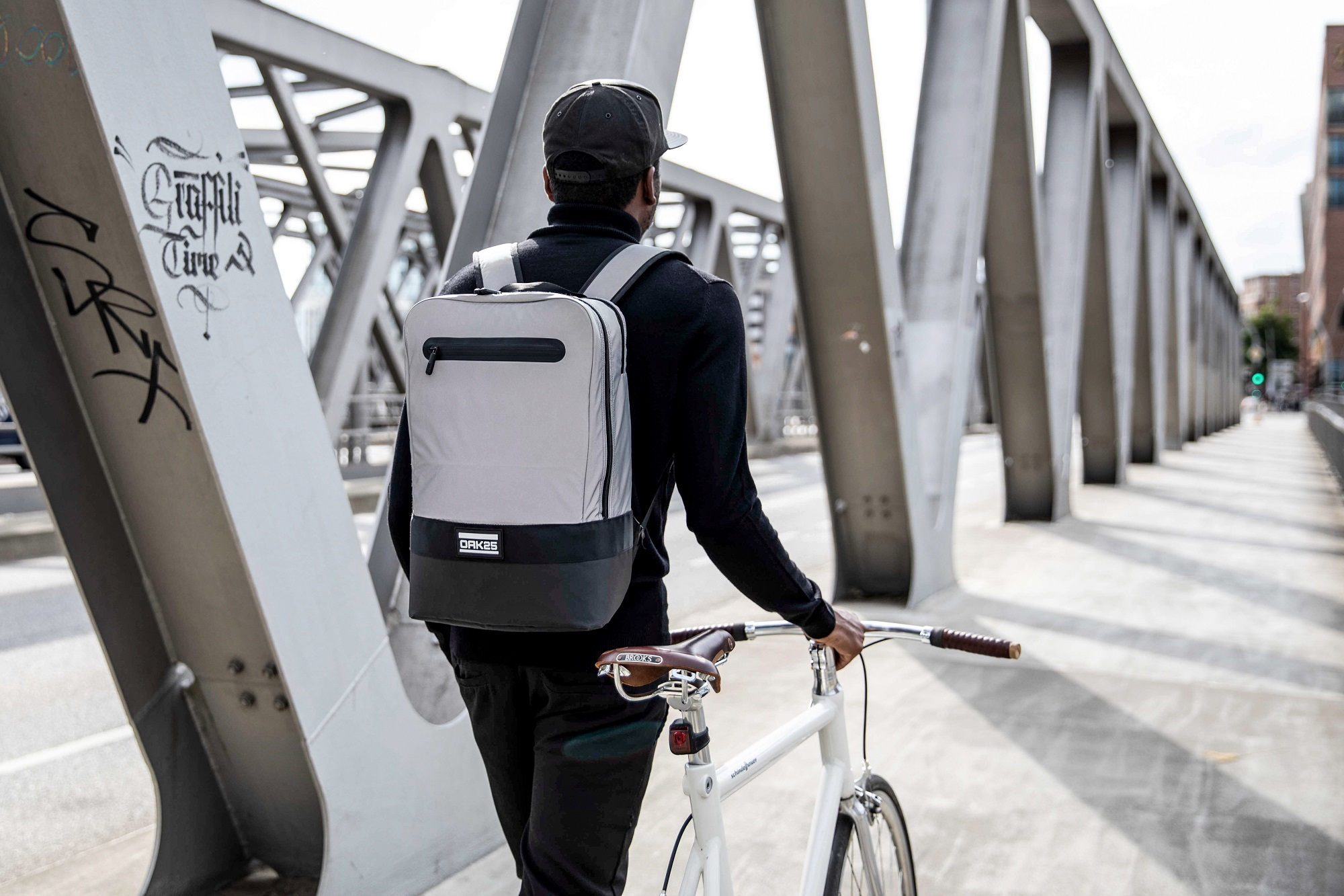 Die Gründer von OAK25 haben einen Rucksack speziell für Fahrradfahrer entwickelt. Foto: OAK25