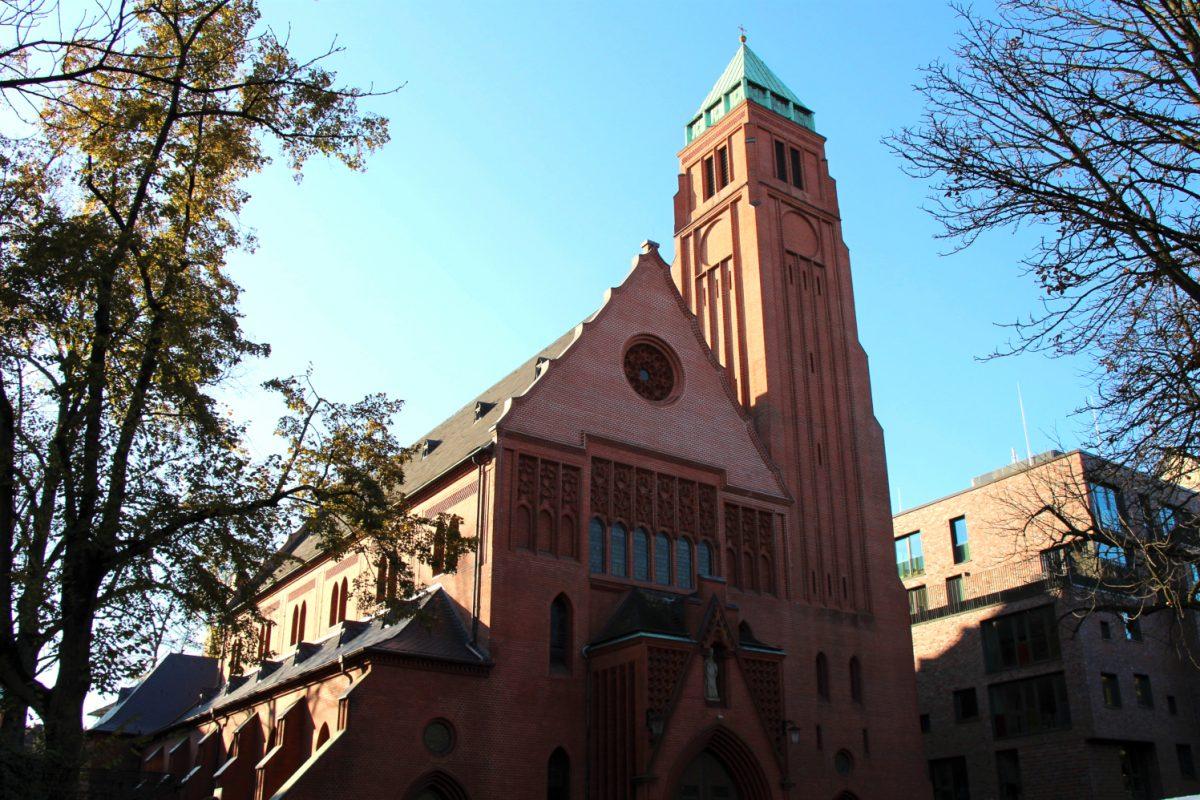 Die Trauerfeier findet in der St Bonifatius Kirche statt. Foto: Vanessa Leitschuh