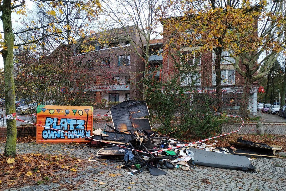 Die Überreste des Tauschhauses auf dem Platz ohne Namen. Foto: Martin Schmitz