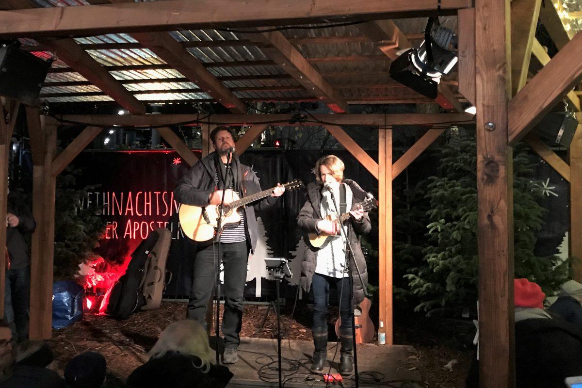 Weihnachtsmarkt Apostelkirche - Konzert Lismones. Foto: Jennifer Kipke
