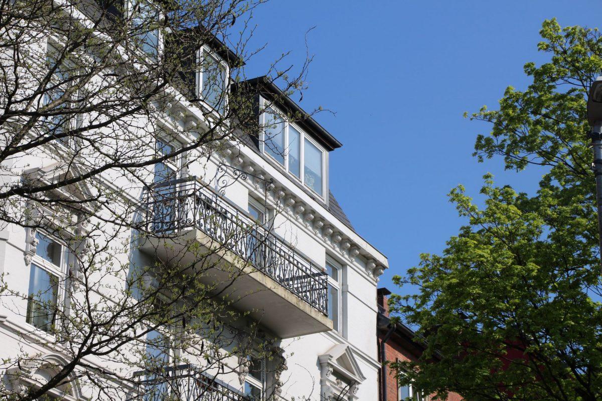 Baum für Eimsbütteler Wohnhaus