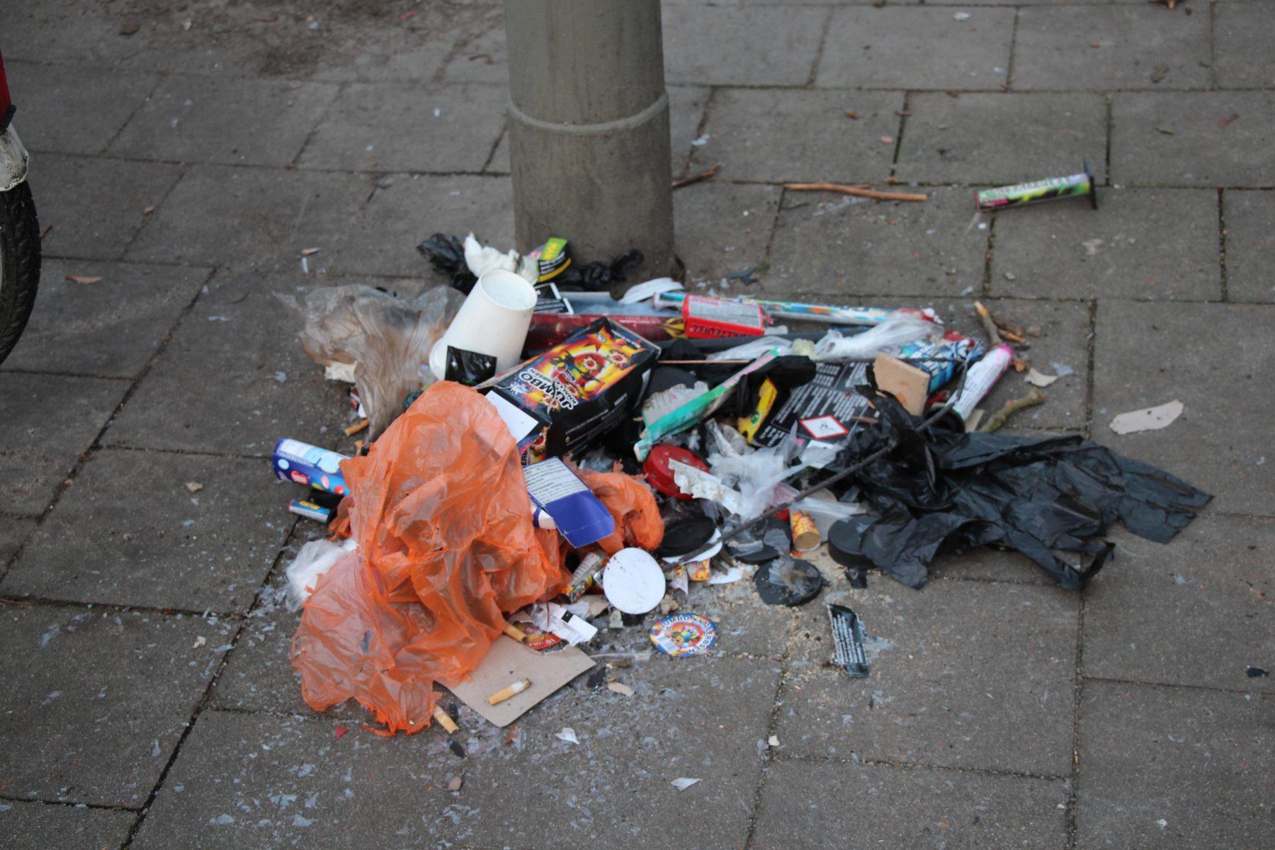 Müllberge am Straßenrand - nach Silvester keine Seltenheit.