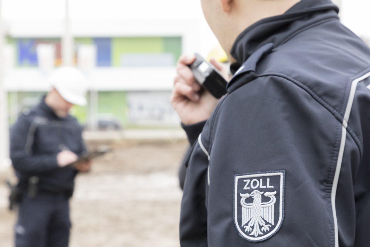 Der Zoll findet 12 illegale Arbeitskräfte auf Eimsbütteler Baustelle. Foto: Hauptzollamt Hamburg.