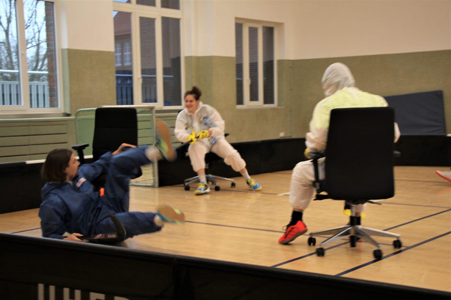 Mit vollem Einsatz beim Chairhockey Turnier. Foto: Sophia Kleiner
