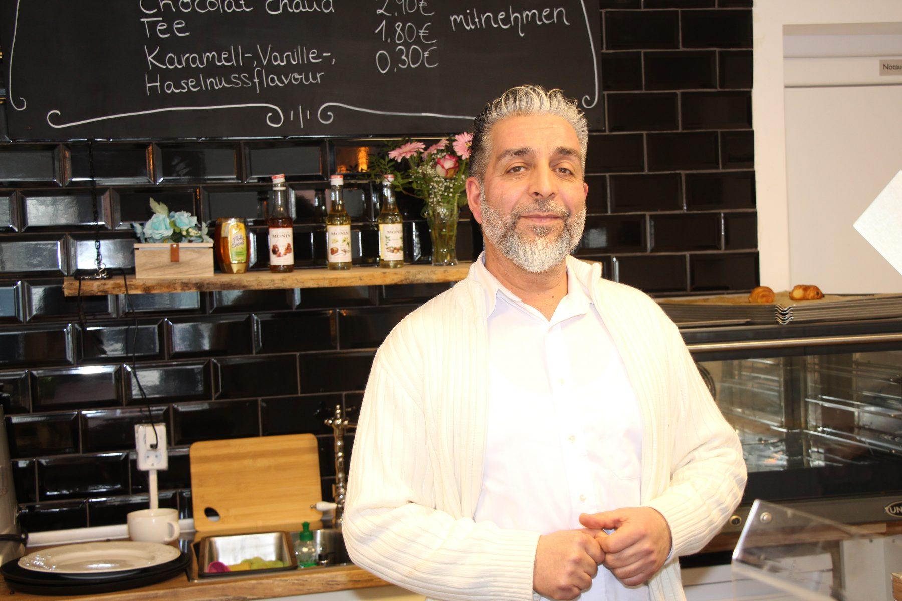 Inhaber Halim Naim in La Petite Boulangerie. Foto: Sophia Kleiner