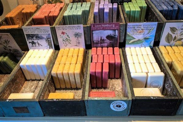 Seife satt im Hamburger Seifenkontor - in den meisten Drogerien herrscht gähnende Leere. Foto: Hamburger Seifenkontor