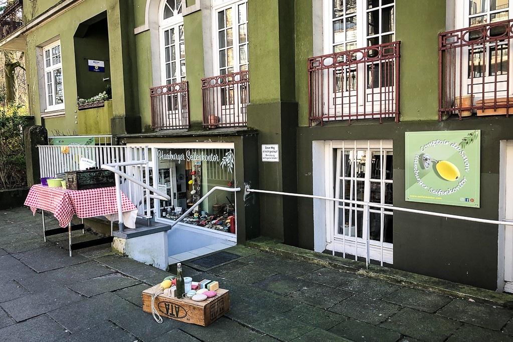Der Eingang des Geschäfts in der Oberstraße ist etwas versteckt. Foto: Hamburger Seifenkontor