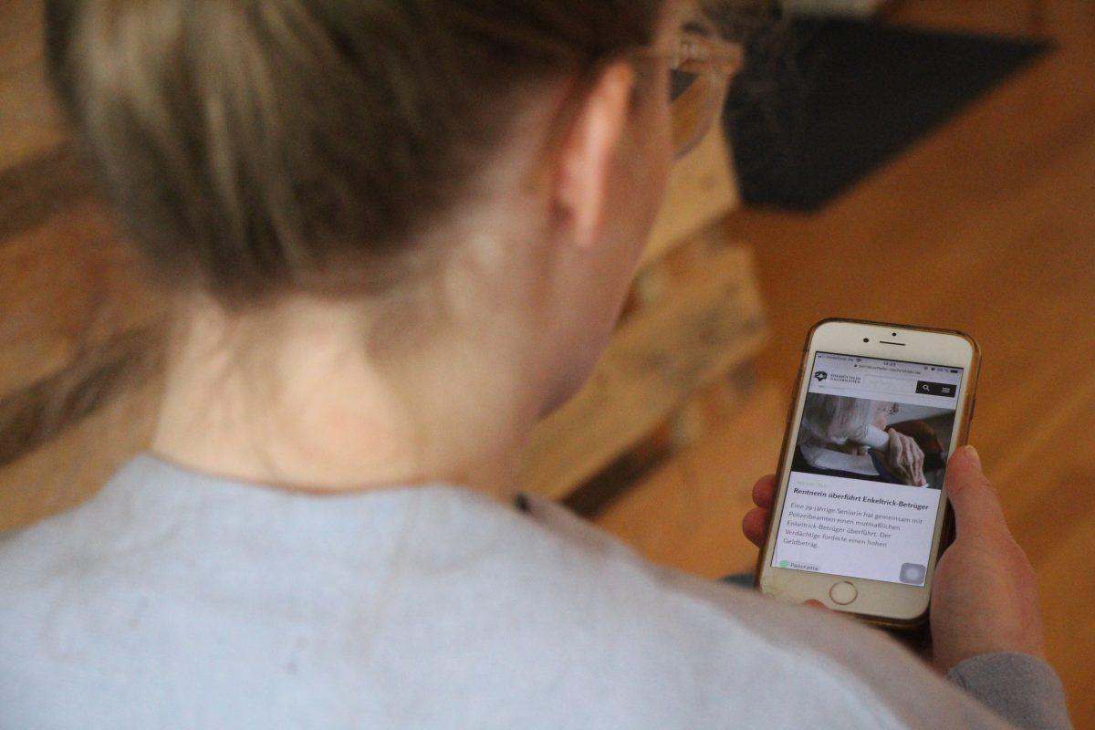 Mitarbeiter der Polizei Hamburg geben Tipps für den Schutz der Identität im Internet. Foto: Sophia Kleiner