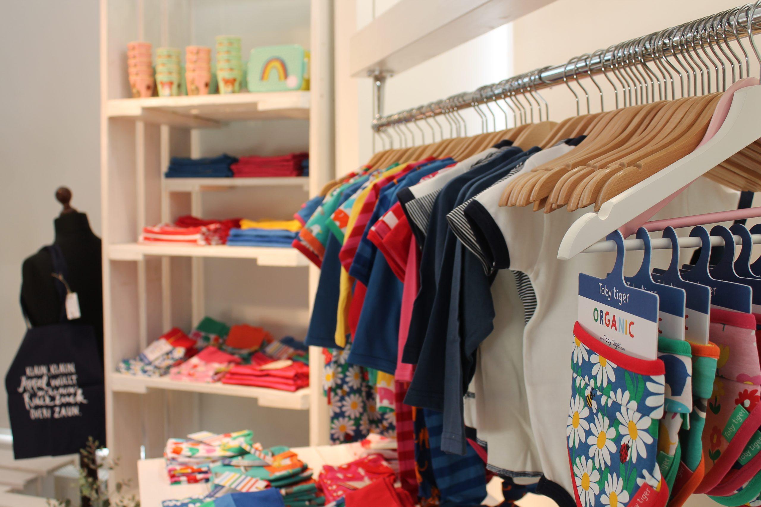 """Das Kinderlabel """"Toby Tiger"""" hat die Gründerinnen mit seinen bunten Farben beeindruckt."""