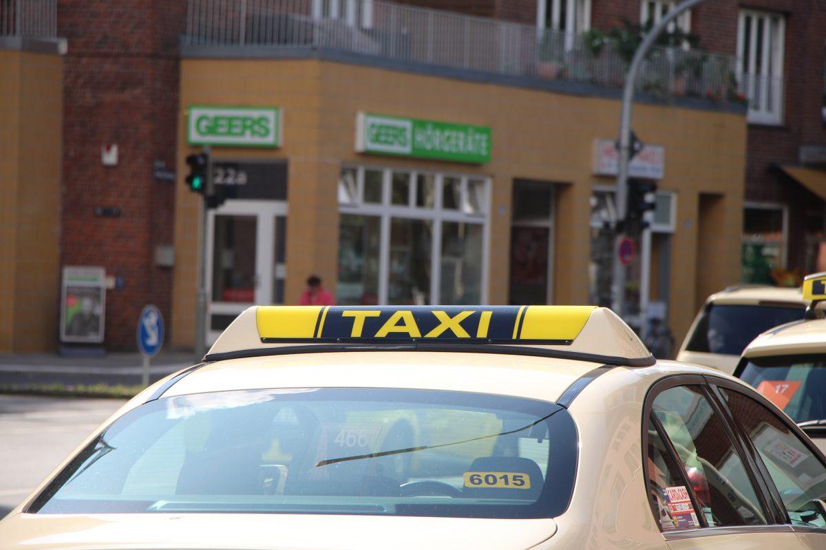 Zwei Taxifahrer wurden letzte Woche von einer Gruppe junger Männer überfallen.