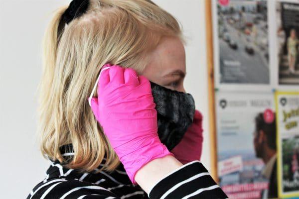 Seit Montag ist die Maske Pflicht. Foto: Marianne Bruhns
