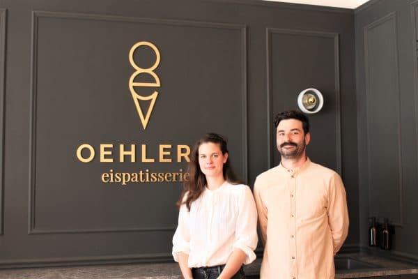 Bei der Eisproduktion machen Marie Oehler und Christian Heinrich alles selbst. Foto: Marianne Bruhns