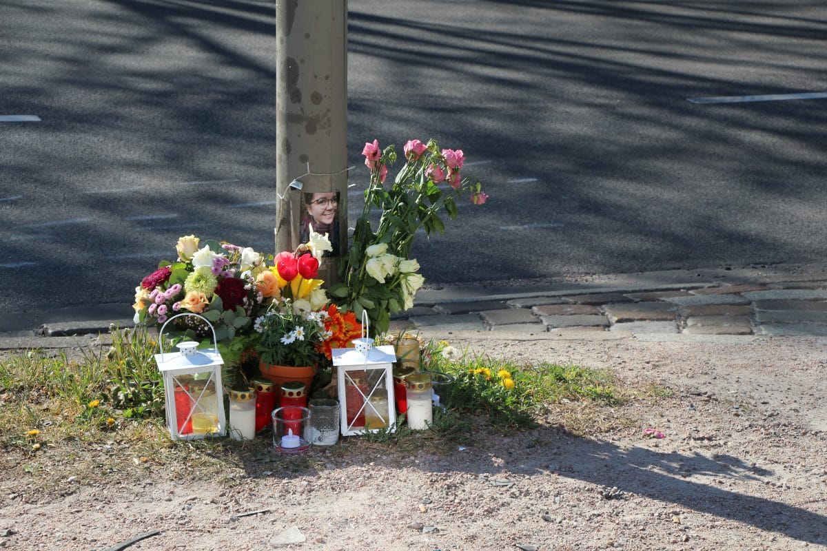 Diese Stelle am Unfallort erinnert an das 26-Jährige Opfer.