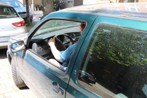 Die Softair-Kugel traf durch das offene Fenster des Autos. Symbolfoto: Gesche Pelters