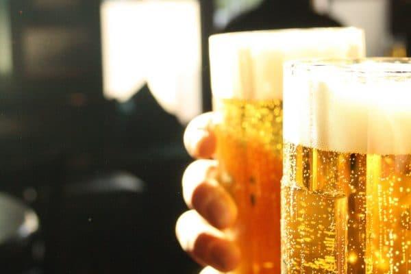 Die alkoholisierten Gäste reagierten uneinsichtig auf die Polizisten.